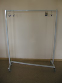 3226 Stand for clothes with clamp Veit
